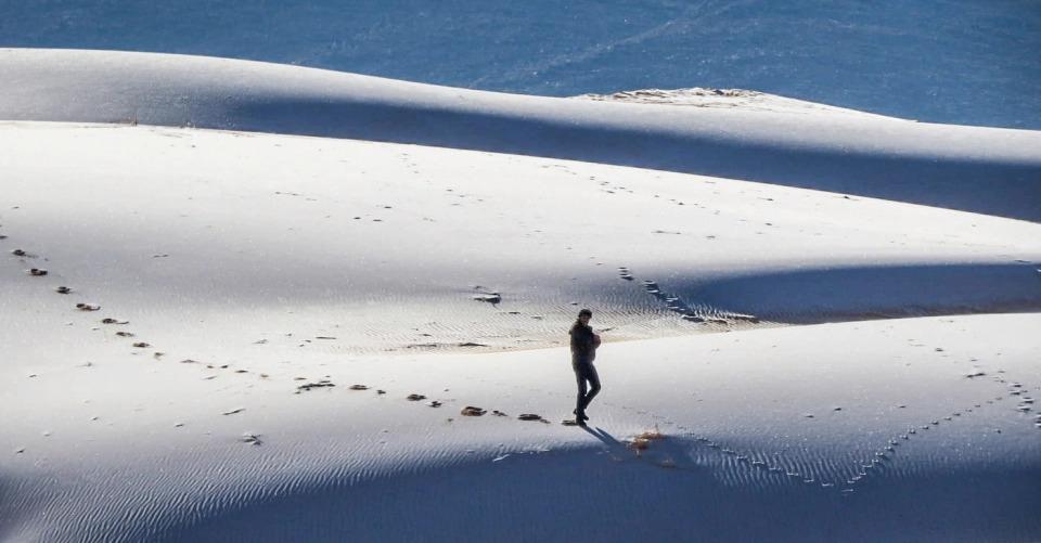 В Сахаре выпал снег — удивительные фото морозной пустыни - фото 5