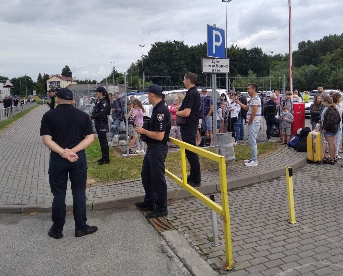 Почему в аэропорту Львова пришлось взорвать ноутбук туристки (ФОТО) - фото 3