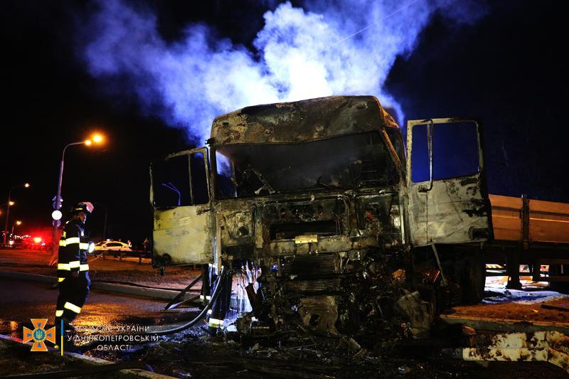 В Днепре произошло ДТП с четырьмя грузовиками: есть ли жертвы (ФОТО, ВИДЕО) - фото 6