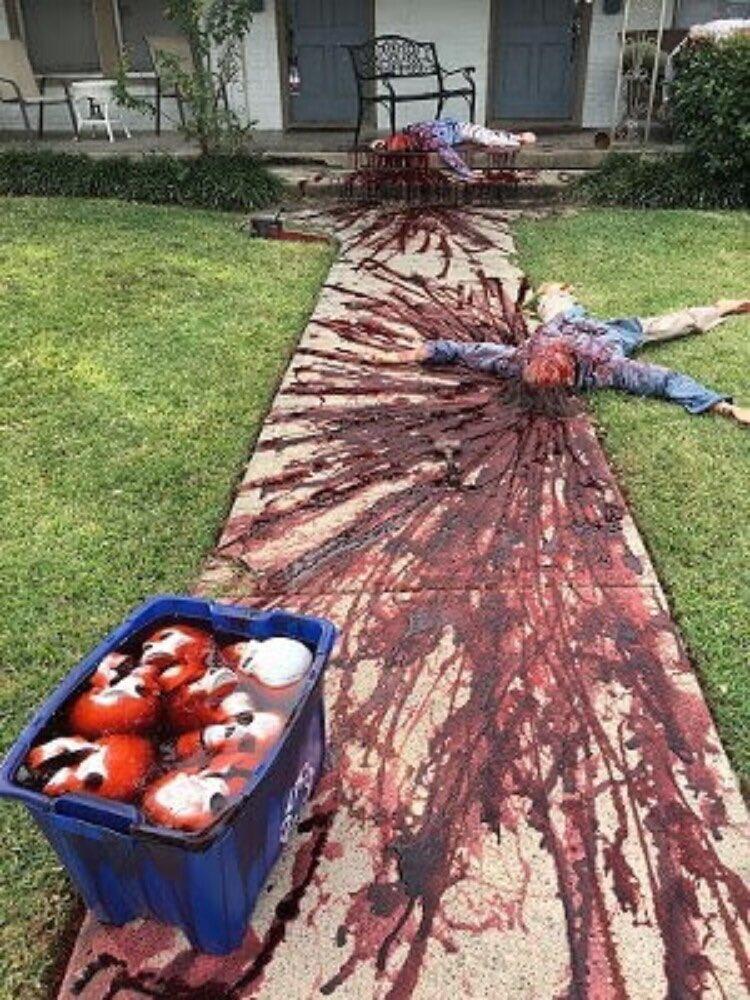 Художник прикрасив свій будинок до Хеллоуїну «сценами вбивств» - фото - фото 4