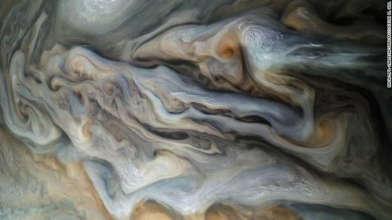НАСА опубликовало фото поверхности и магнитных колебаний Юпитера - снимки как из фантастического фильма - фото 11