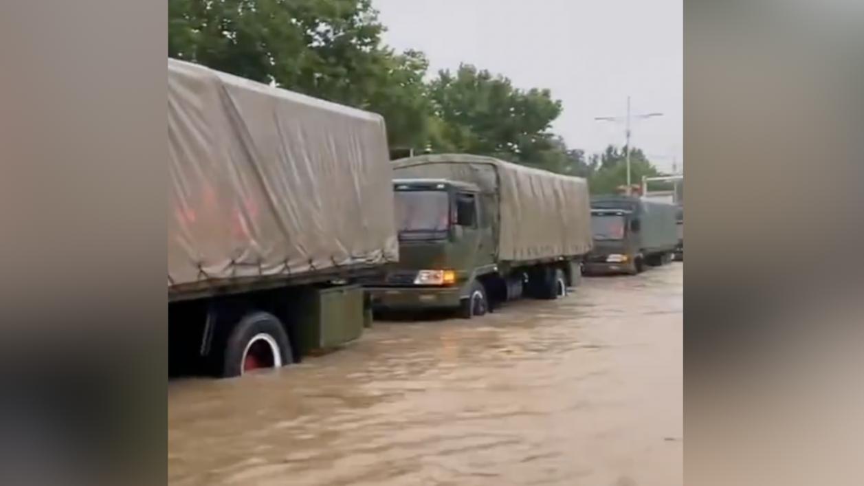 В Китае произошло крупнейшее наводнение: число жертв увеличилось (ФОТО)  - фото 2