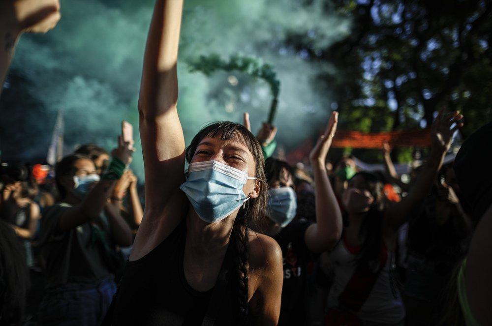 В Аргентине тысячи женщин вышли на митинг за легализацию абортов (ФОТО) - фото 4