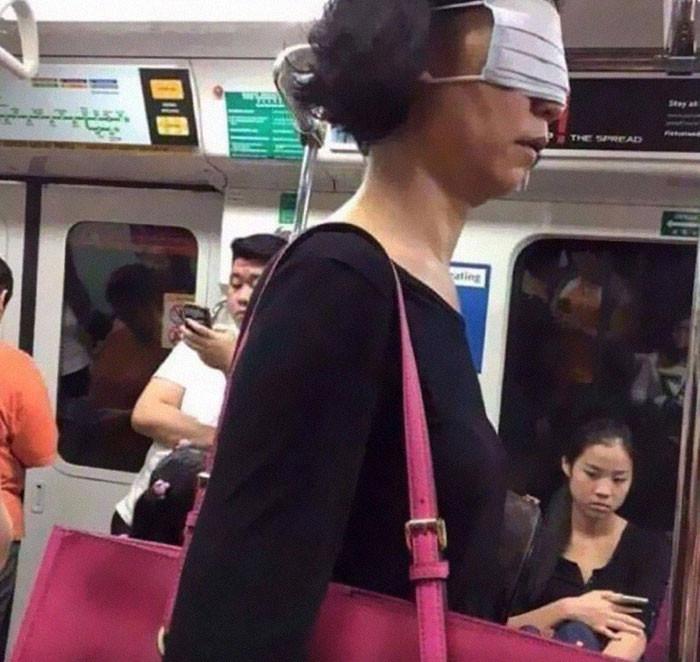 Фантазия или глупость: смешные фото, которые показывают, на что люди готовы, чтобы не носить маски - фото 4