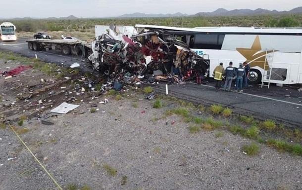 В Мексике автобус столкнулся с фурой: 16 погибших и десятки раненых (ФОТО) - фото 2