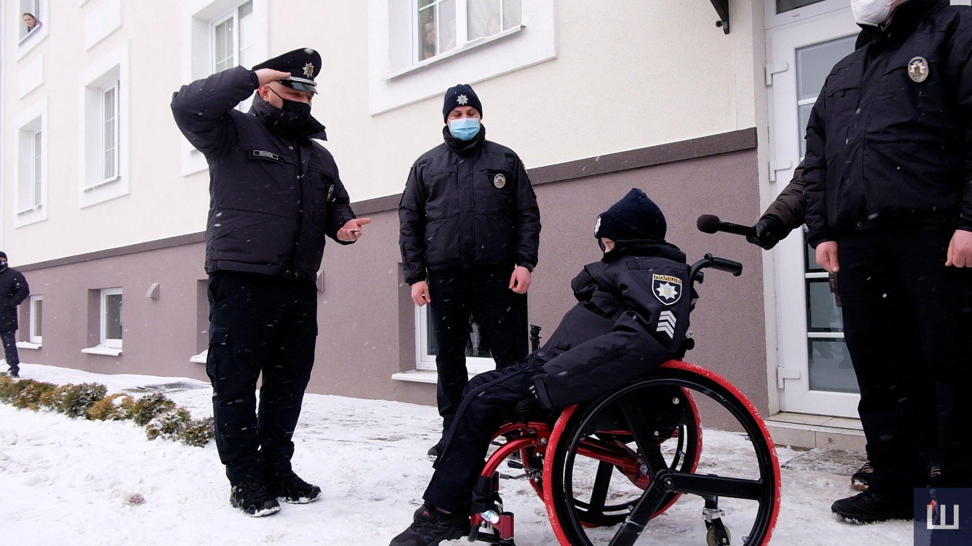 Осуществить заветную мечту: в Черновцах больного раком мальчика приняли в ряды полиции (ФОТО, ВИДЕО) - фото 3