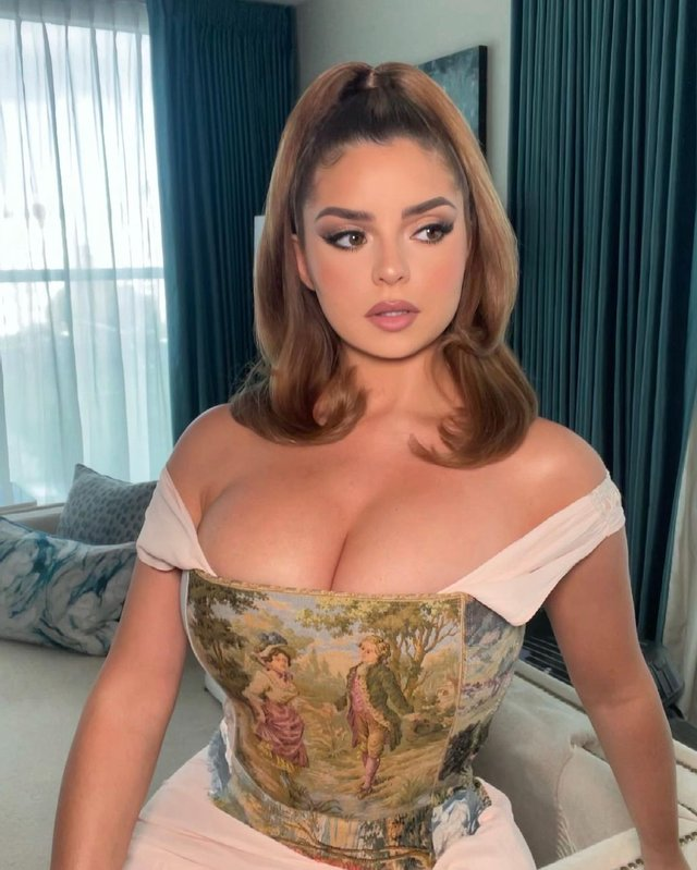 Соблазнительная Деми Роуз показала роскошный бюст - фото 2