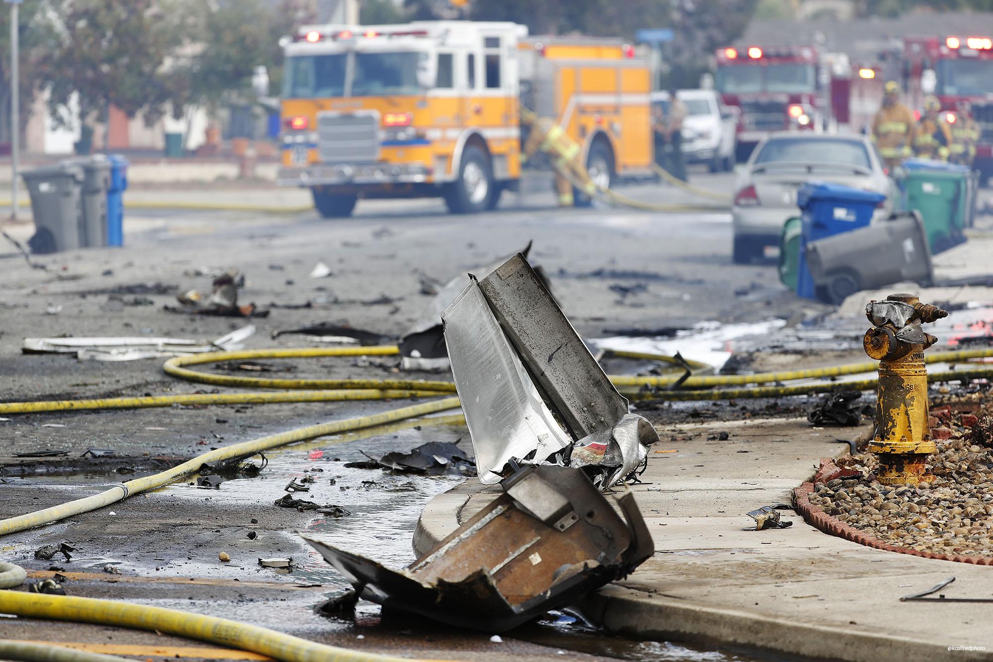 Погибшие люди и уничтоженные дома: что известно о крушении самолета в США - фото 4