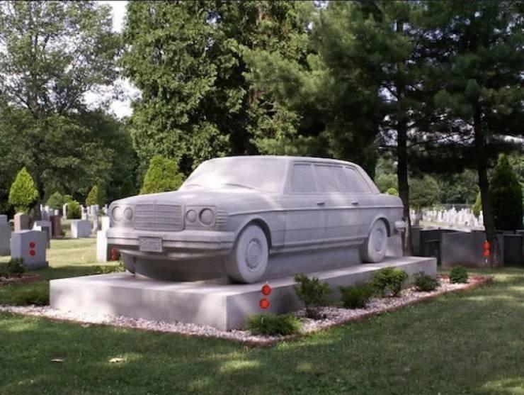 Странные, душераздирающие и забавные - 25 необычных надгробий со всего мира - фото 5