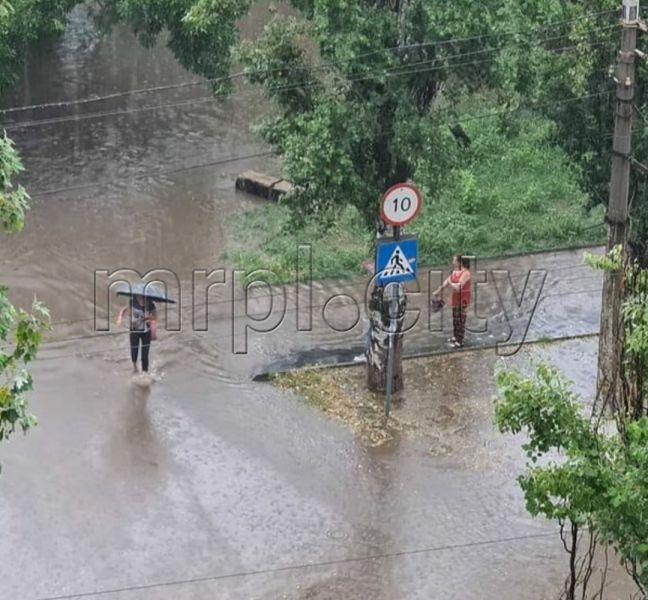 Мариуполь затопило: как в городе преодолевают последствия непогоды (ФОТО) - фото 2
