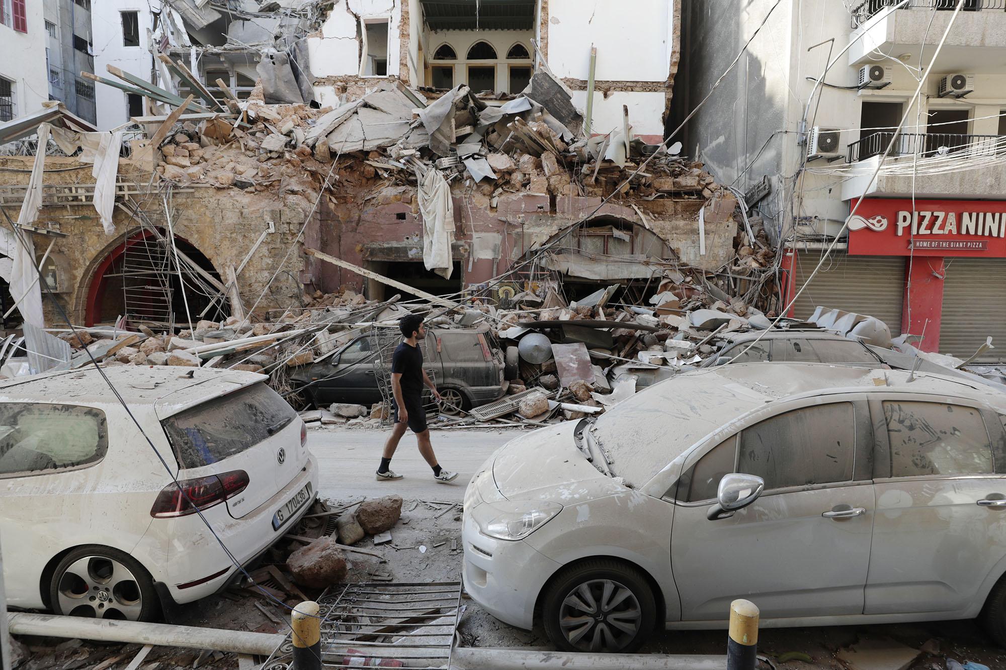 Будто кадры из фильма про Армагеддон: как выглядит Бейрут после взрывов (ФОТО, ВИДЕО) - фото 12