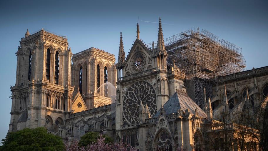 У Франції почнуть реставрацію Нотр-Дама: як собор виглядає зараз - фото 5