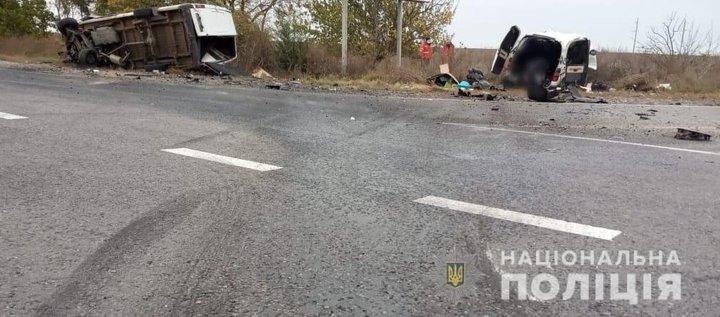 На трассе Одесса-Рени столкнулись микроавтобусы, есть погибшие - фото 2