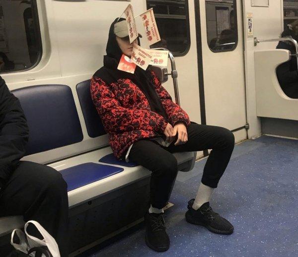 Добірка смішних та дуже дивних пасажирів в метро (Фото) - фото 5