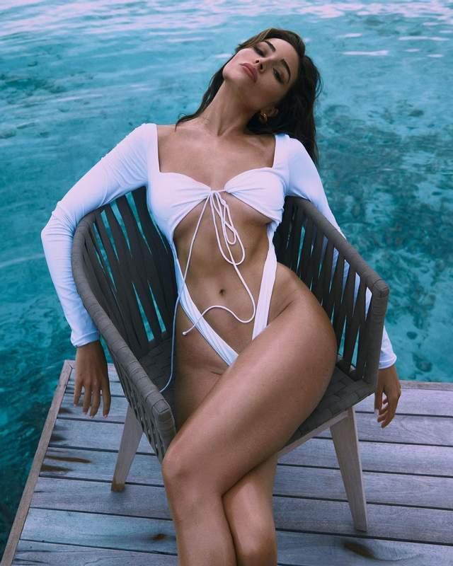 Обольстительная Мисс Вселенная-2012 поразила фото в пикантном купальнике - фото 3