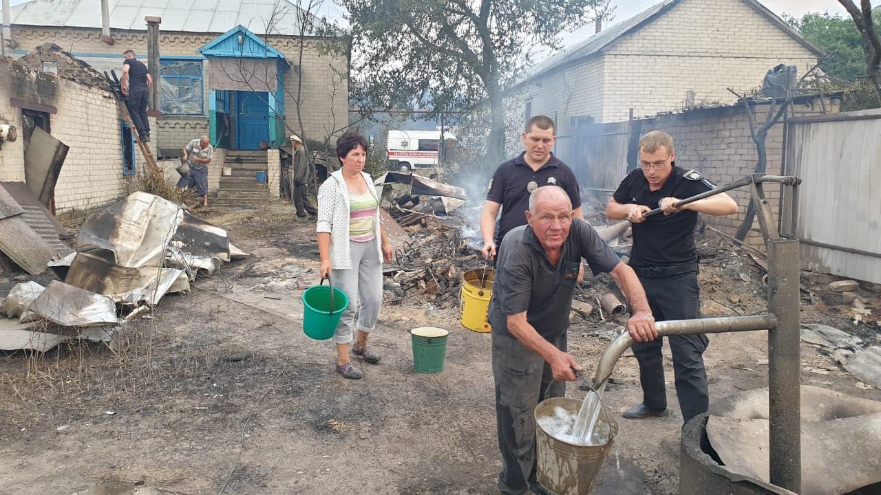 Пожары в Луганской области: устрашающие фото масштабного огня - фото 9
