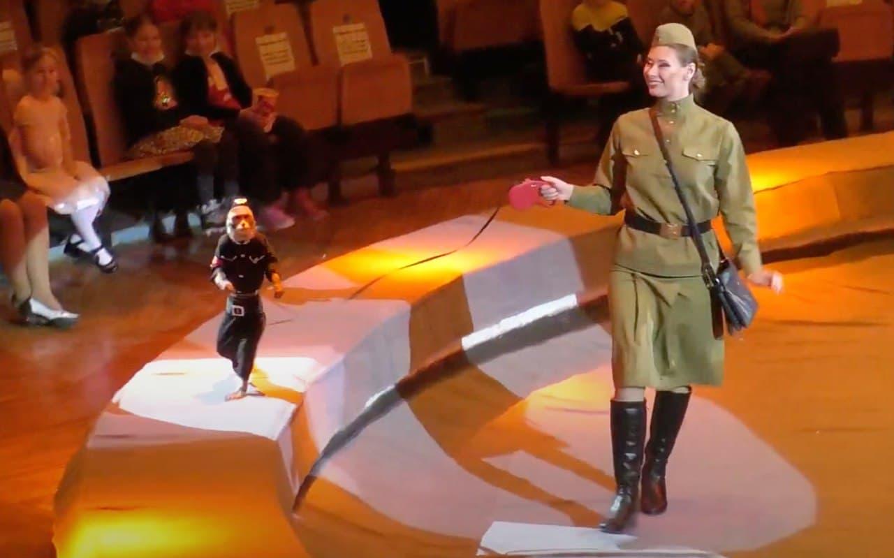 Нацистская форма и свастика: в России разгорелся скандал из-за циркового выступления (ФОТО, ВИДЕО) - фото 3