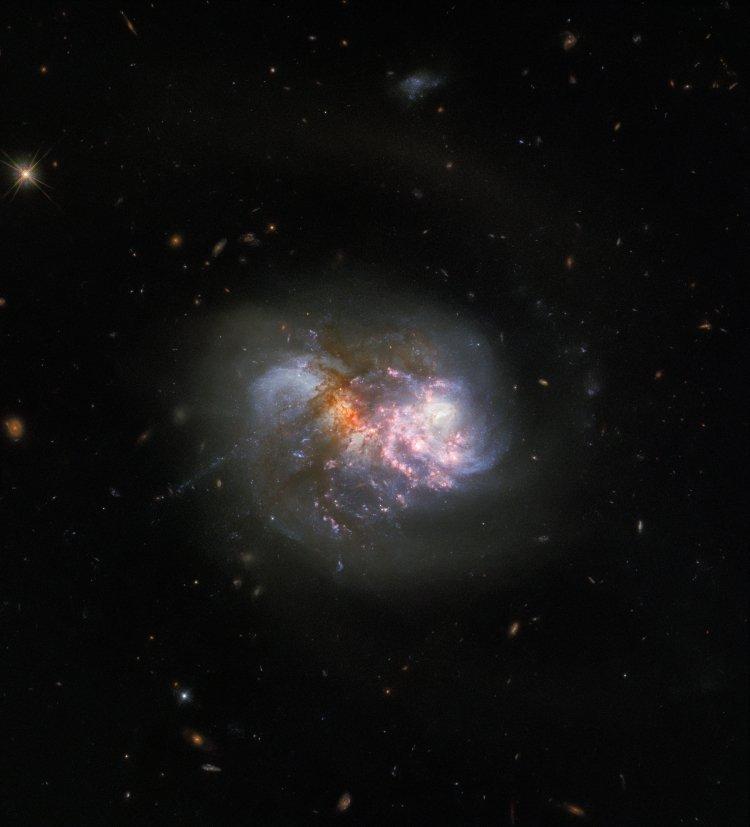 Hubble запечатлел столкновение двух галактик (ФОТО)  - фото 2