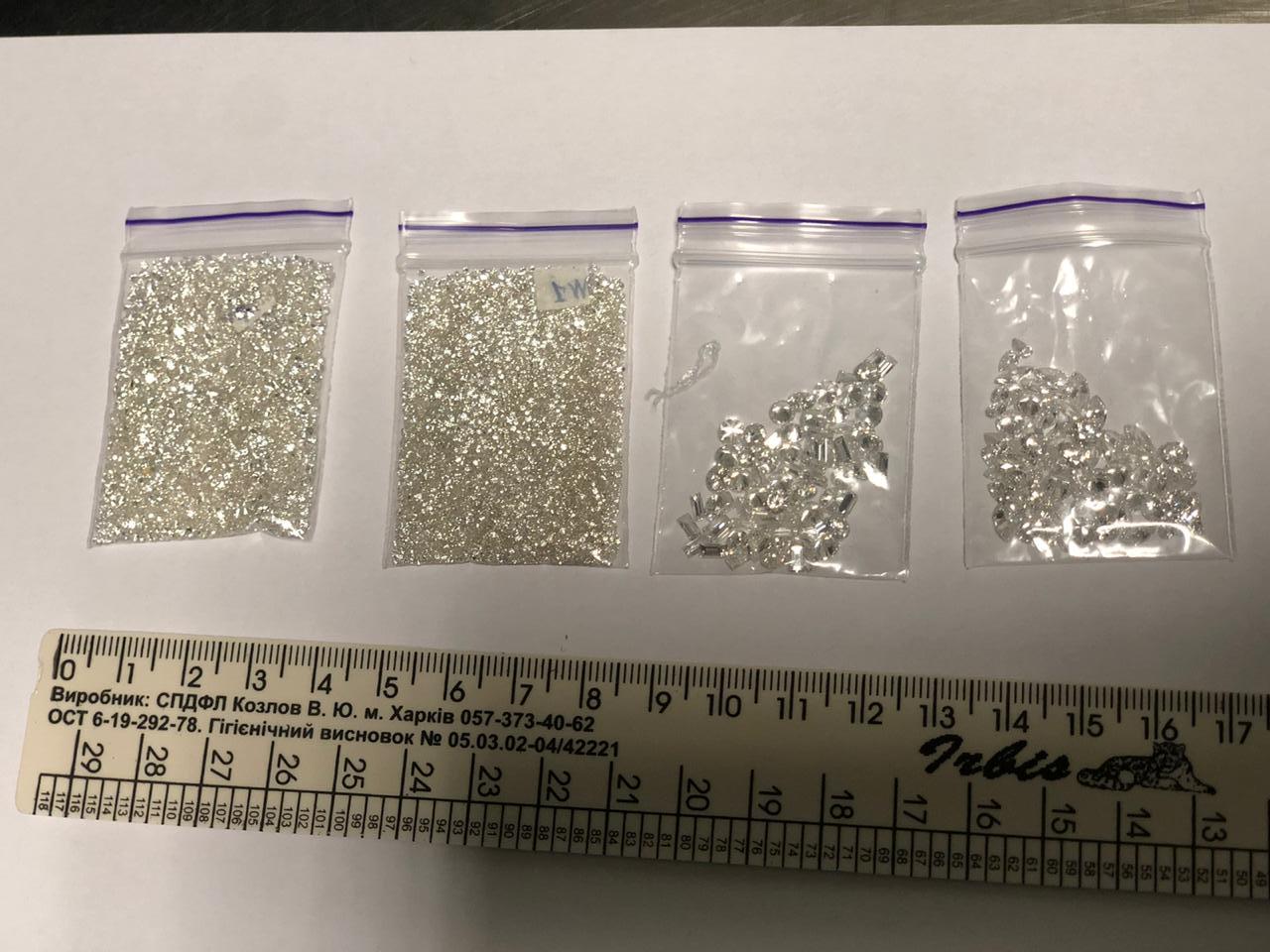 """В Борисполі виявили """"незаконні"""" діаманти на суму 15 млн гривень - фото 4"""