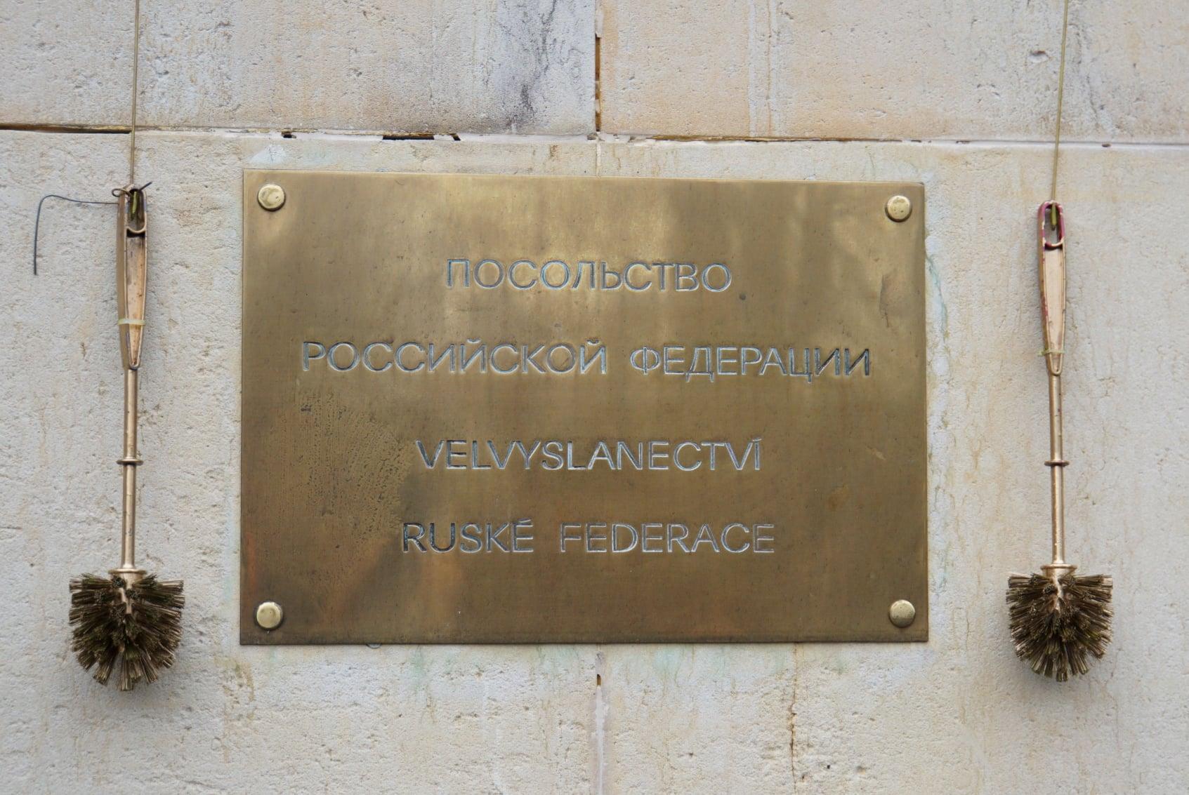 В Чехии установили статую голого Путина: где и зачем (ФОТО, ВИДЕО) - фото 7