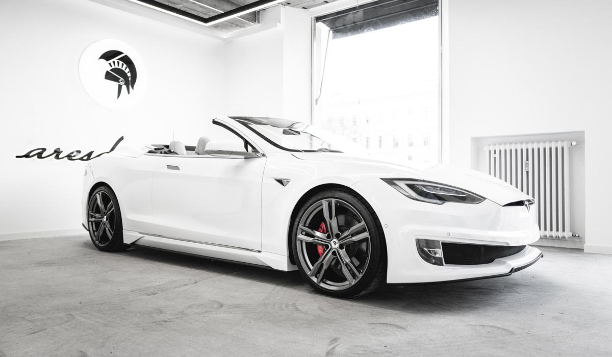 С легкой руки итальянских дизайнеров автомобиль Tesla превратился в роскошный кабриолет - фото 2