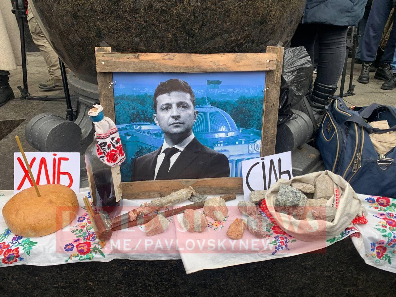 У Києві активісти на підтримку Стерненка крокують до Генпрокуратури: уся колона в диму (фото) - фото 8