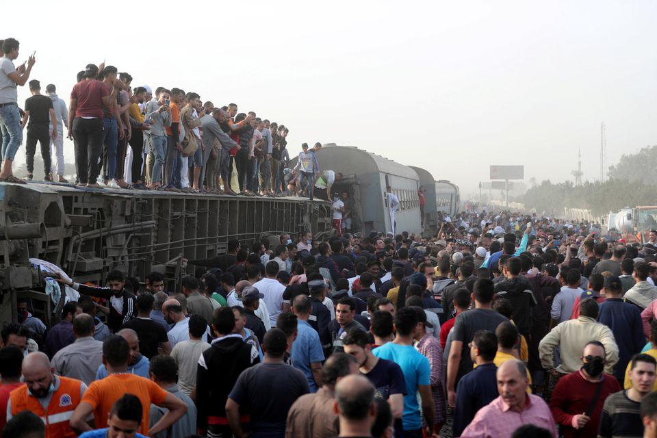 Вагони лягли на бік: смертельна аварія з поїздом в Єгипті (ФОТО) - фото 2