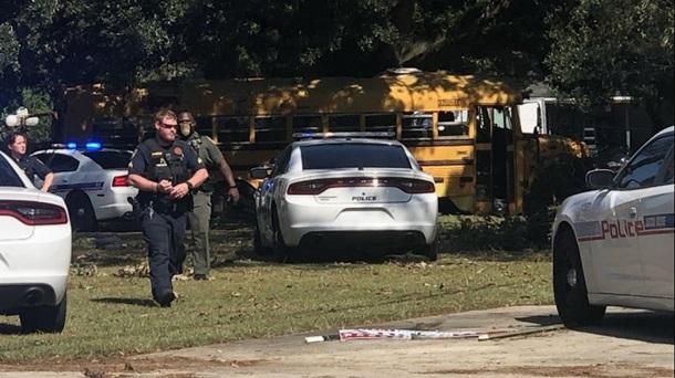В США копы преследовали 11-летнего парня, который угнал школьный автобус - фото 2