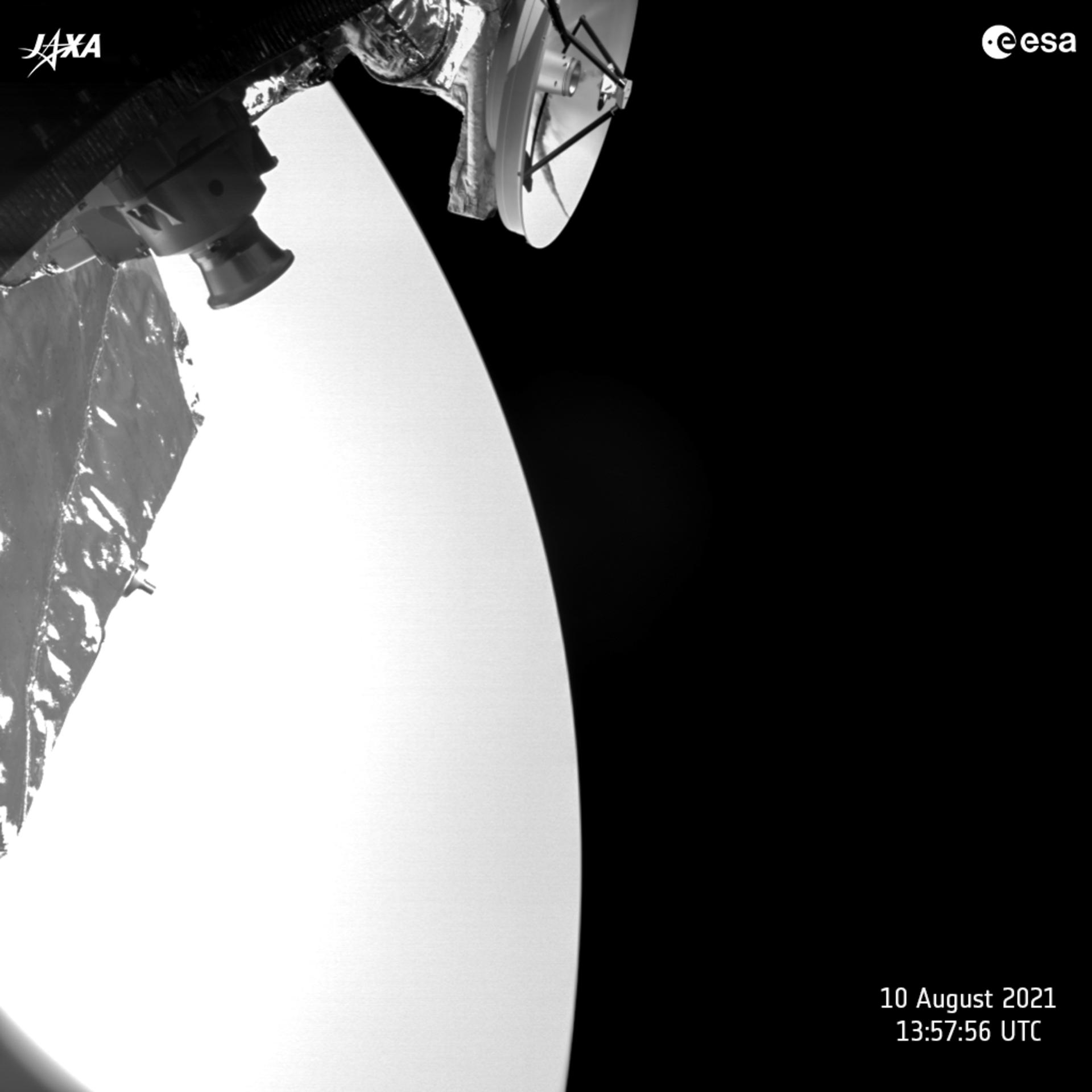"ESA сфотографувала крупним планом ""сестру"" нашої планети (ФОТО) - фото 2"