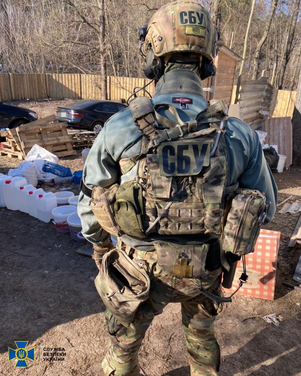 В Киеве СБУ разоблачила нарколабораторию и изъяла вещества на 1,5 млн долларов - фото 5