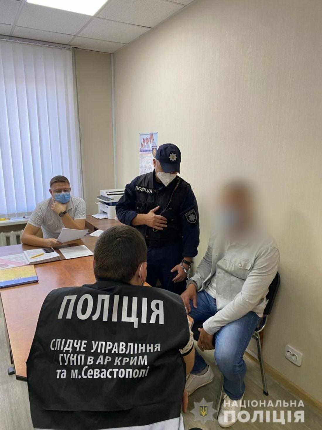 """Кримська поліція спільно з СБУ затримала екс-військового, що зрадив присязі і вступив до """"самооборони Криму"""" - фото 4"""
