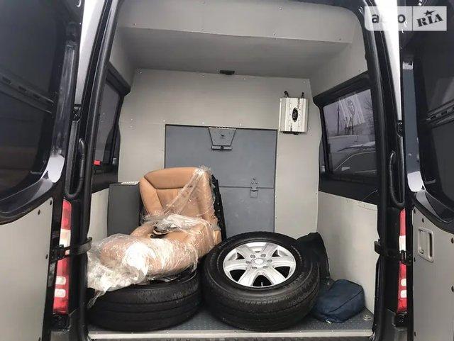 На продаж виставили броньований мікроавтобус Кернеса: вартість і фото - фото 2
