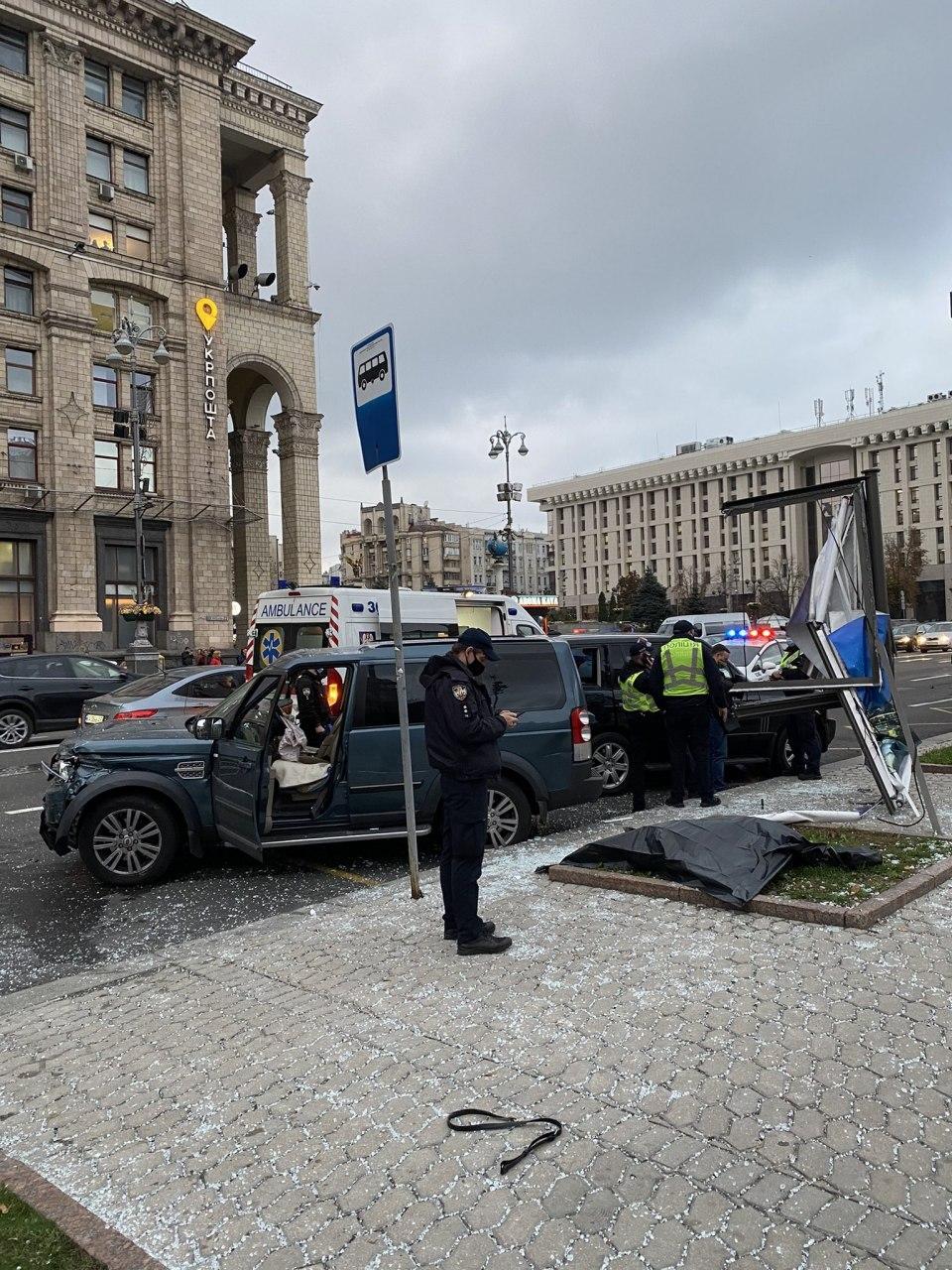 """""""Повторення Зайцевої"""" - на Майдані Незалежності в Києві Land Rover на всій швидкості в'їхав у натовп людей - фото 4"""